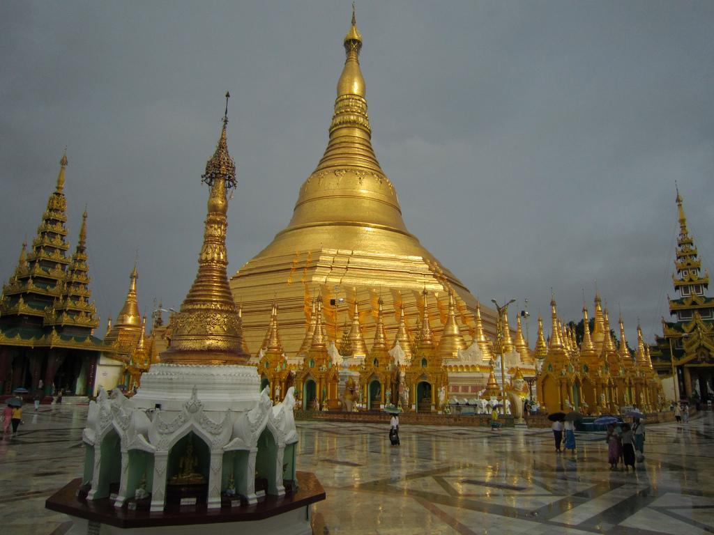 burma-gold-temple-marble