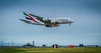 emirates-380landing